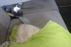 Das grüne Kissen und die Bezüge der Sitze