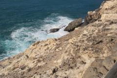 Der wilde Atlantik unterhalb des Weges