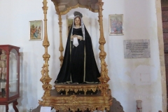 Heiligenstatue in der Kirche