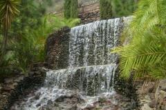 Ein künstlicher Wasserfall