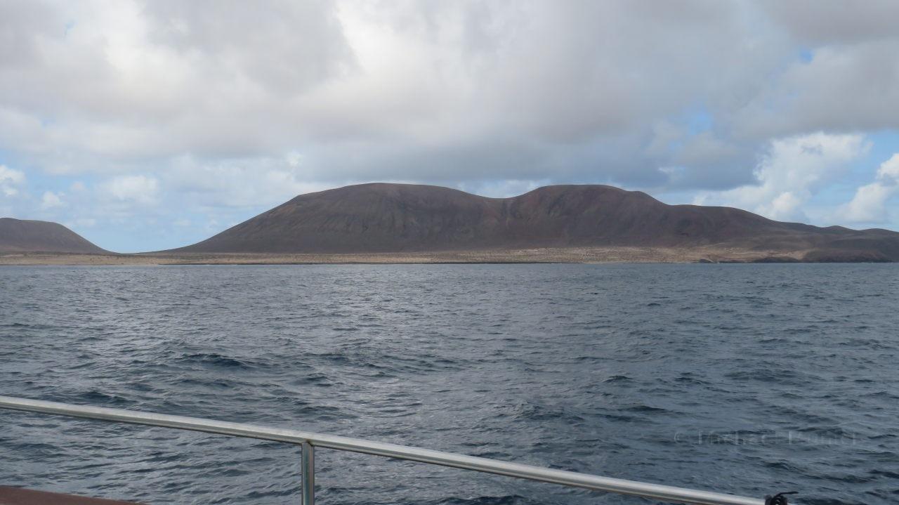 Die ersten Berge von La Graciosa sind sichtbar