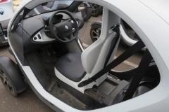 Ansicht des Fahrersitz und Cockpits vom Twizys