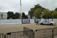 Weißes Haus mit neuem Zaun