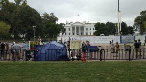 Das Weiße Haus mit dem ProtestcampDAs Weiße Haus mit dem Protestcamp