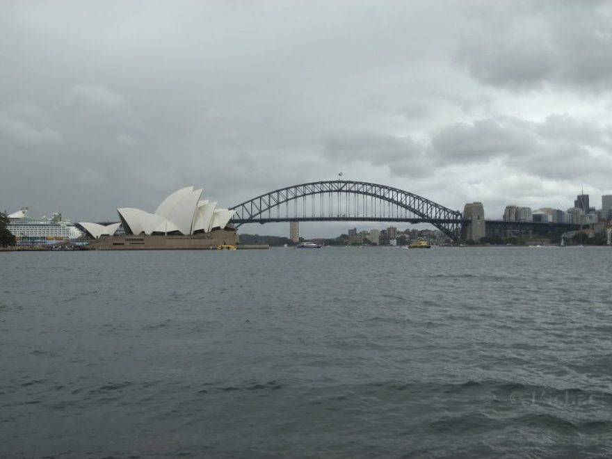 Sydney Harbor Bridge und Opera House